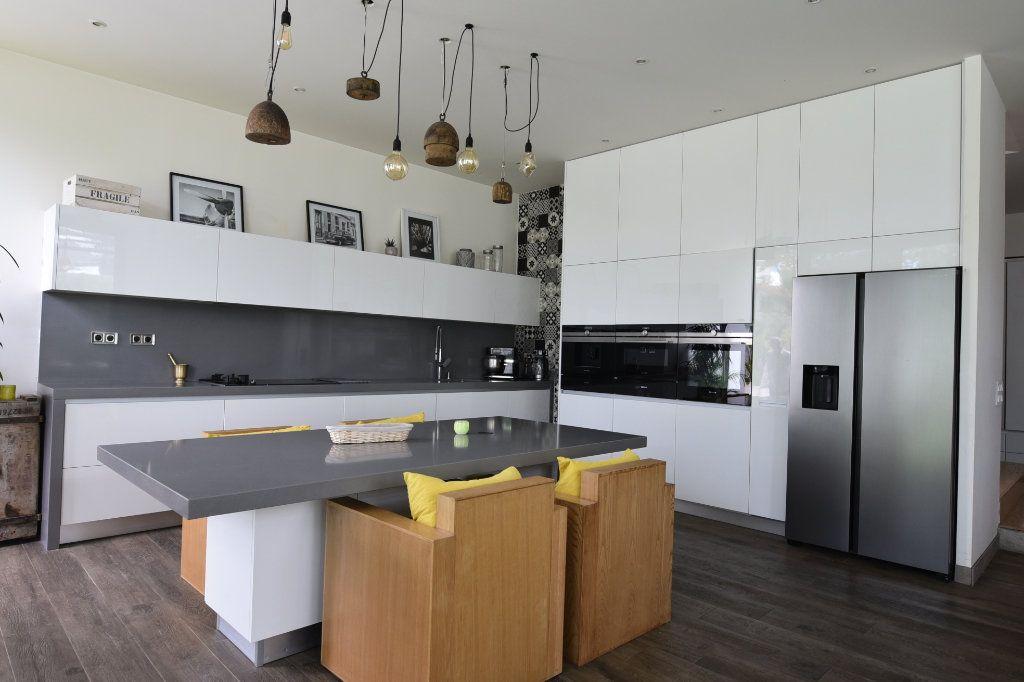 Appartement à vendre 7 240m2 à Saint-Maur-des-Fossés vignette-4