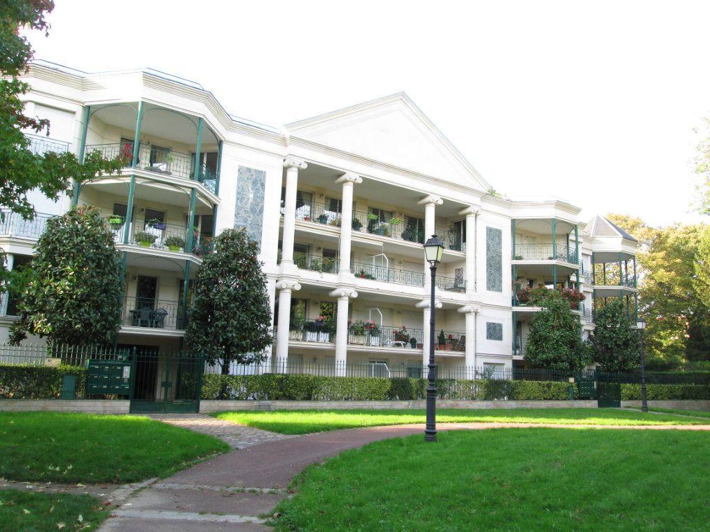 Appartement à louer 3 71m2 à La Varenne - Saint-Maur-des-Fossés vignette-1