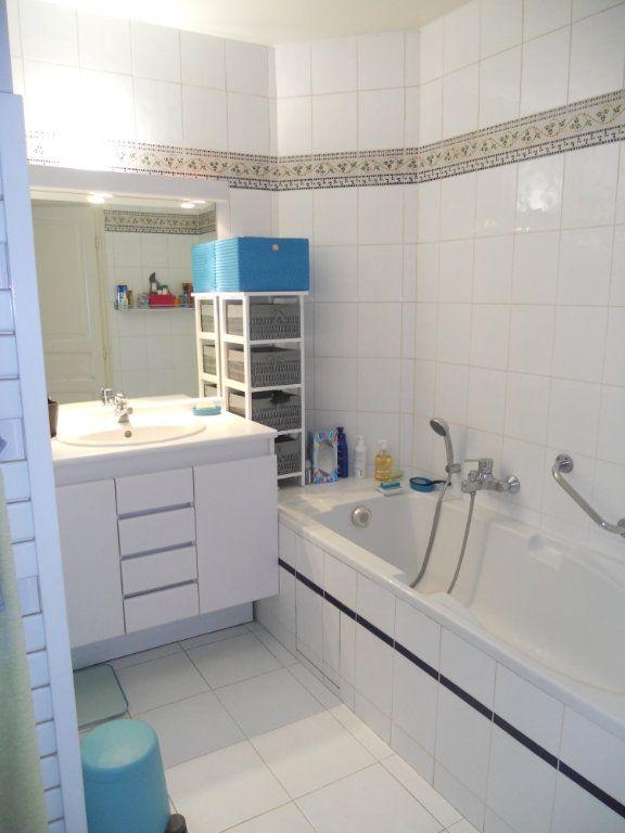 Appartement à louer 3 71m2 à La Varenne - Saint-Maur-des-Fossés vignette-4