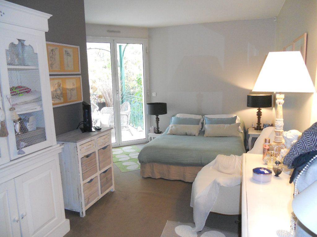 Appartement à louer 3 71m2 à La Varenne - Saint-Maur-des-Fossés vignette-5