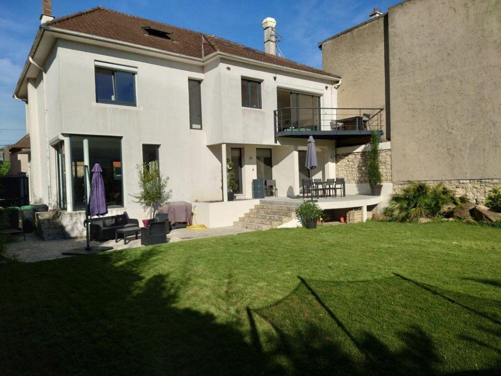 Maison à vendre 9 300m2 à Saint-Maur-des-Fossés vignette-1