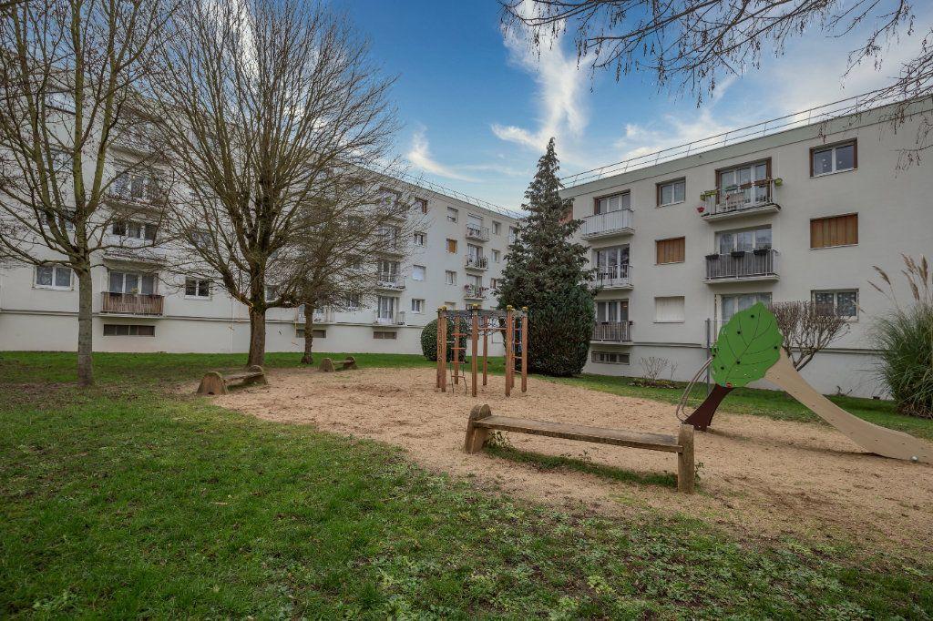 Appartement à vendre 4 69.36m2 à Villiers-sur-Marne vignette-2