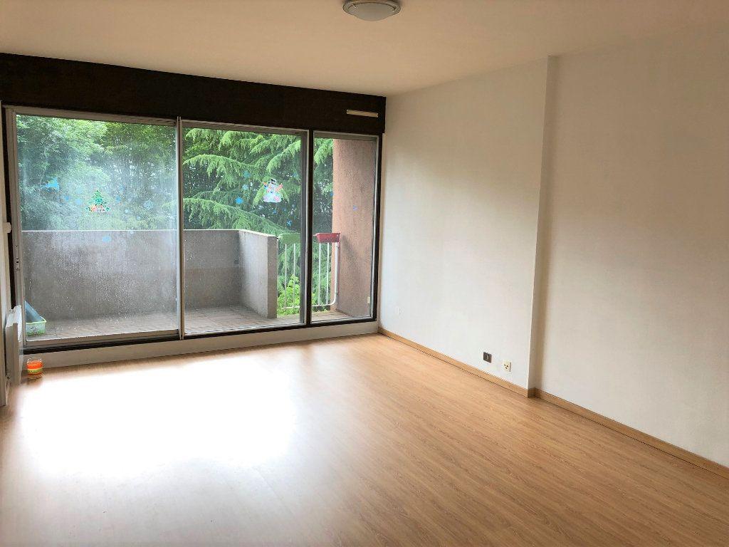 Appartement à louer 3 65.79m2 à Noisy-le-Grand vignette-2