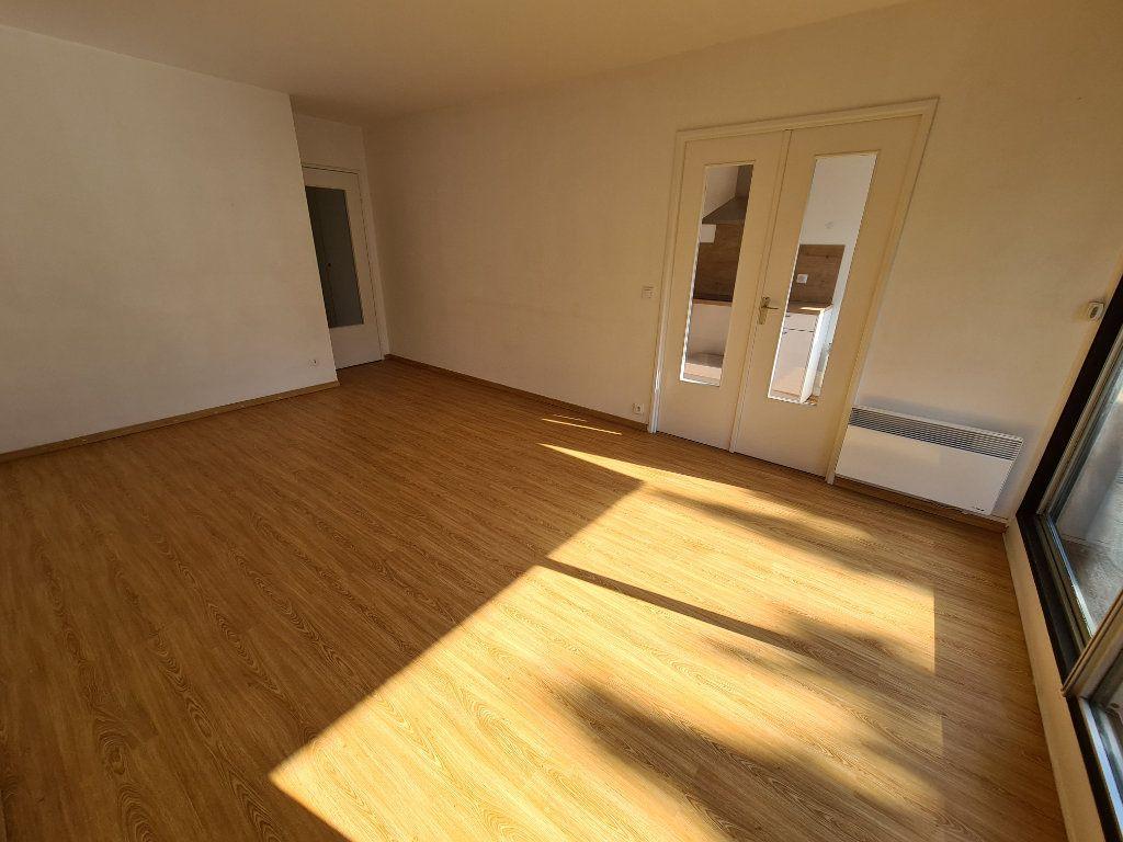 Appartement à louer 3 65.79m2 à Noisy-le-Grand vignette-3