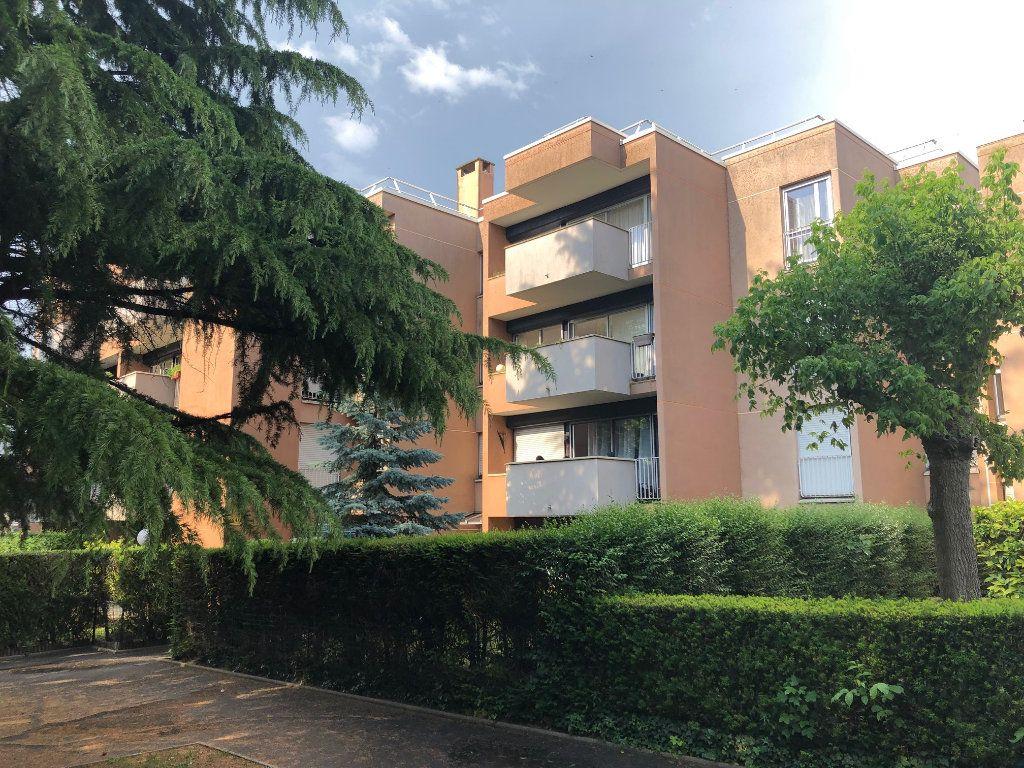 Appartement à louer 3 65.79m2 à Noisy-le-Grand vignette-10