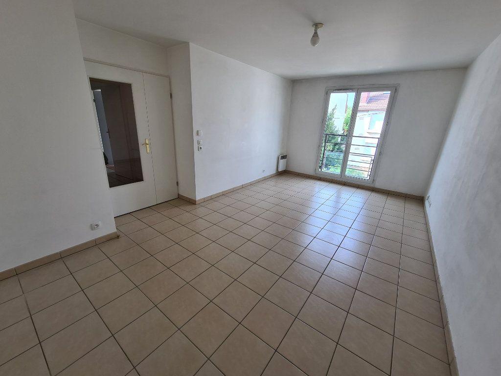 Appartement à louer 3 61.91m2 à Villiers-sur-Marne vignette-1