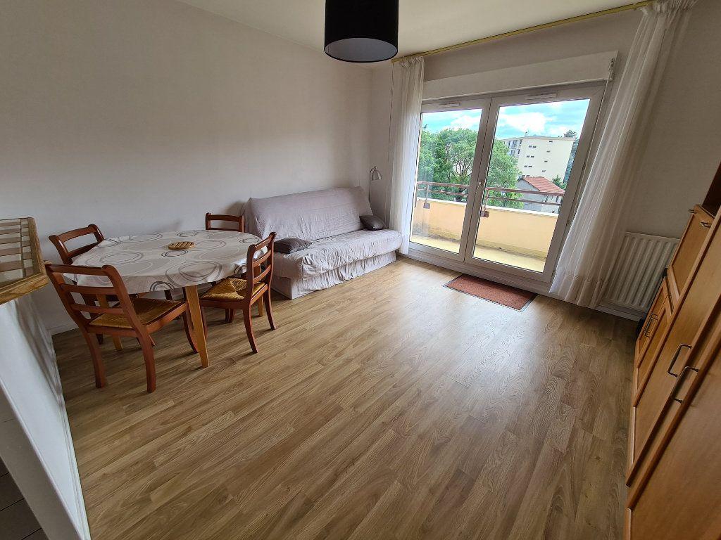 Appartement à louer 1 30.39m2 à Le Plessis-Trévise vignette-1
