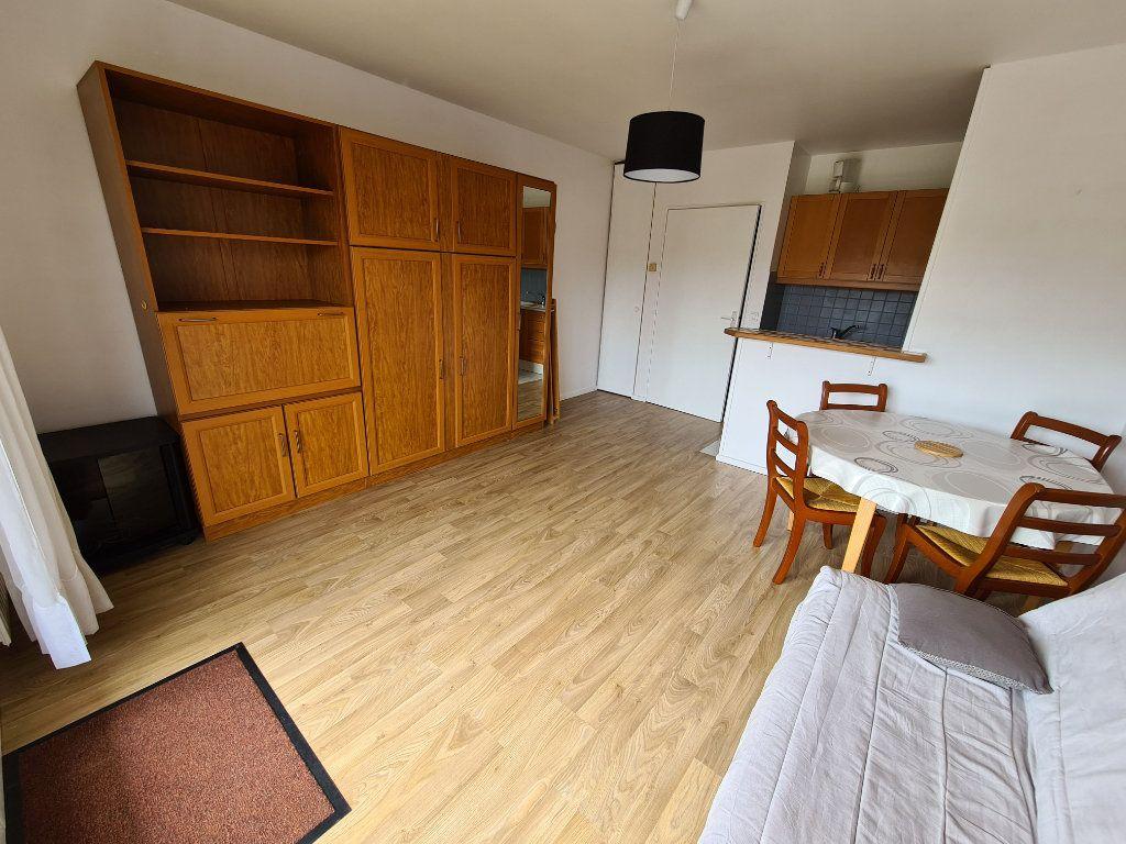 Appartement à louer 1 30.39m2 à Le Plessis-Trévise vignette-2
