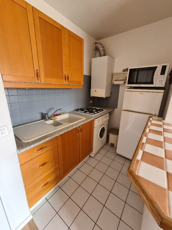 Appartement à louer 1 30.39m2 à Le Plessis-Trévise vignette-3