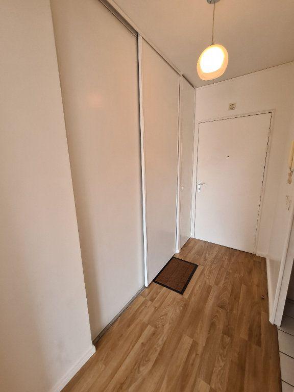 Appartement à louer 1 30.39m2 à Le Plessis-Trévise vignette-5