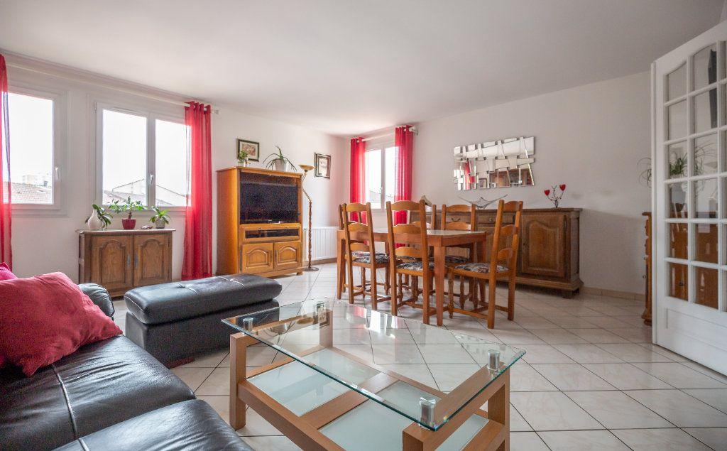 Appartement à vendre 5 109.9m2 à Villiers-sur-Marne vignette-2