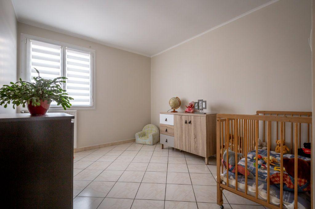 Appartement à vendre 5 109.9m2 à Villiers-sur-Marne vignette-8