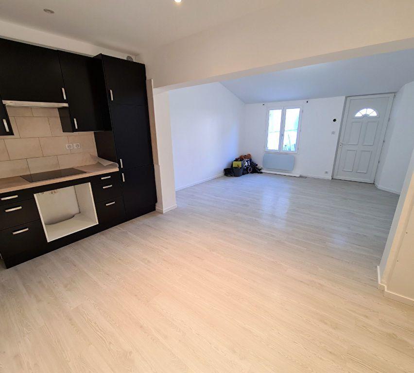 Maison à louer 3 60.34m2 à Pontault-Combault vignette-3