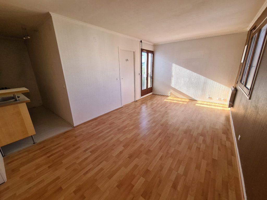Appartement à louer 2 37.87m2 à Noisy-le-Grand vignette-1