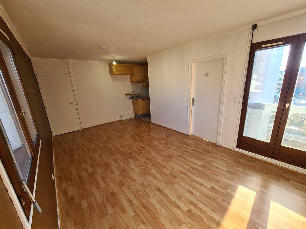 Appartement à louer 2 37.87m2 à Noisy-le-Grand vignette-2