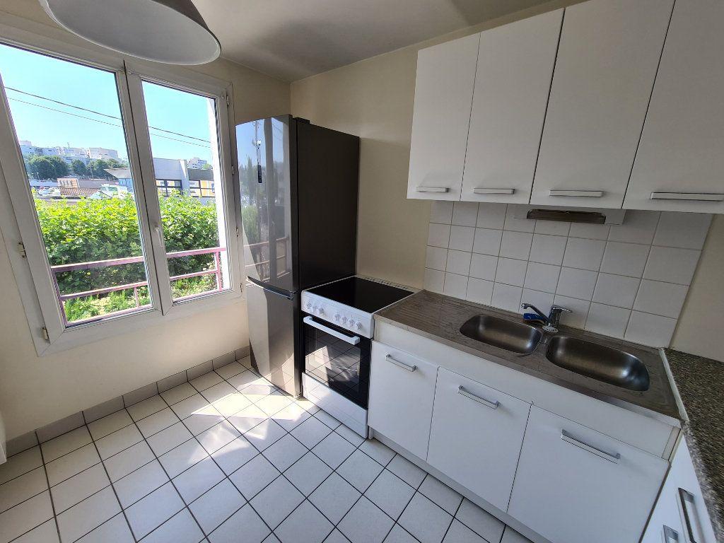 Appartement à louer 3 58.25m2 à Gournay-sur-Marne vignette-5