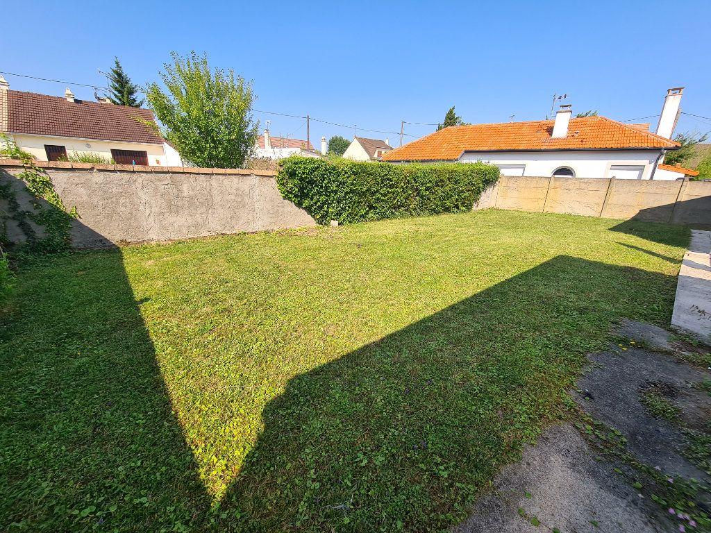Maison à louer 6 132m2 à Noisy-le-Grand vignette-2