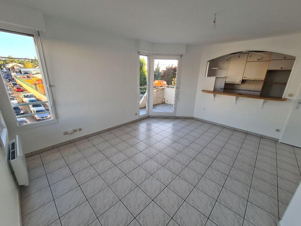 Appartement à louer 2 41.16m2 à Noisy-le-Grand vignette-2