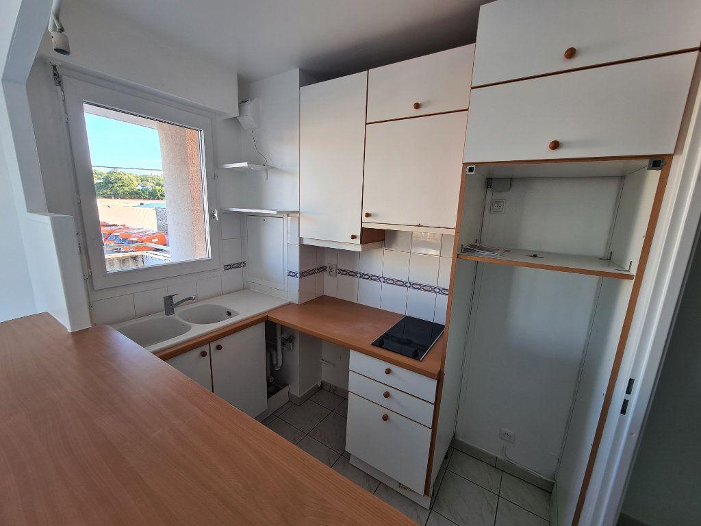 Appartement à louer 2 41.16m2 à Noisy-le-Grand vignette-3
