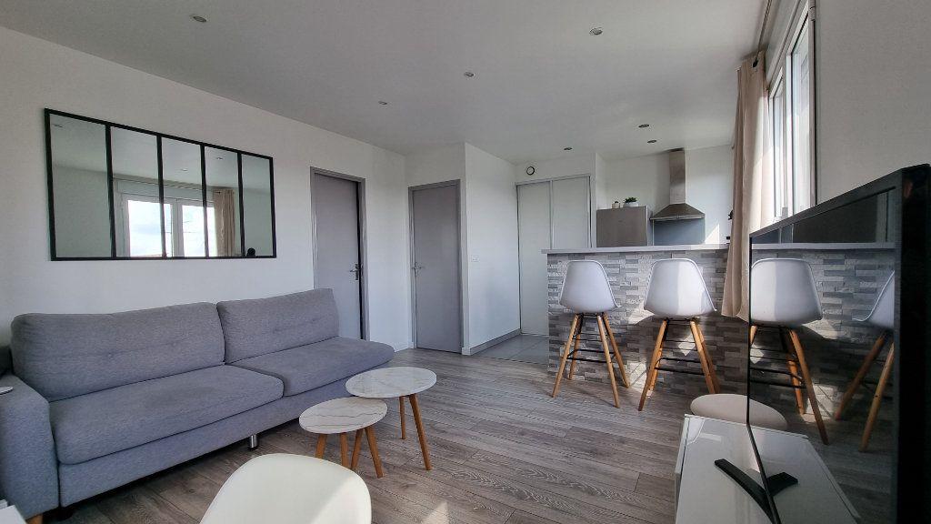 Appartement à louer 2 39.48m2 à Pontault-Combault vignette-1