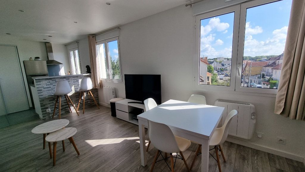Appartement à louer 2 39.48m2 à Pontault-Combault vignette-2