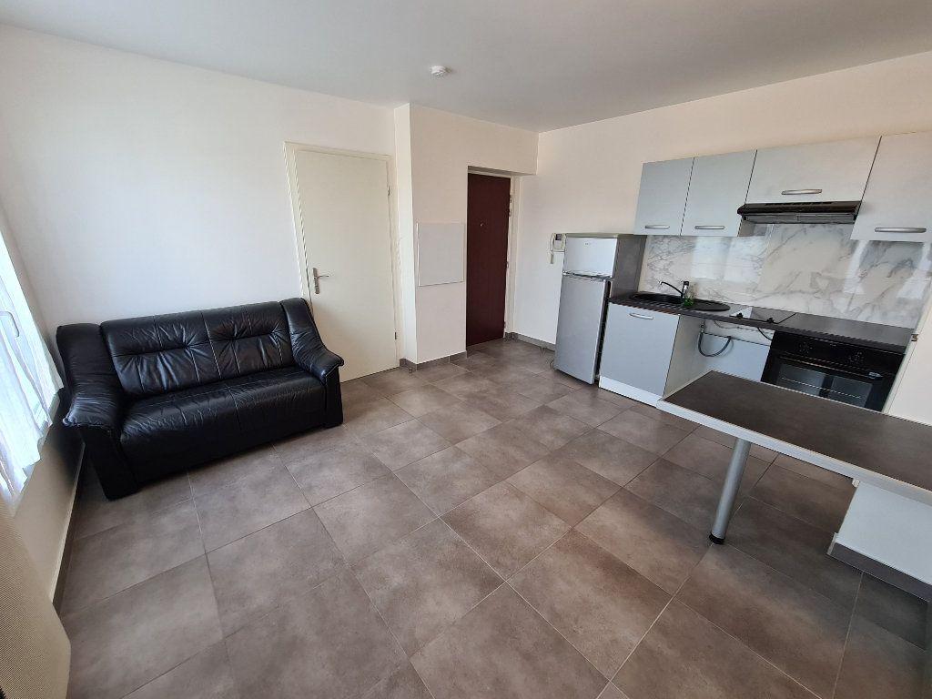 Appartement à louer 2 31.71m2 à Noisy-le-Grand vignette-2