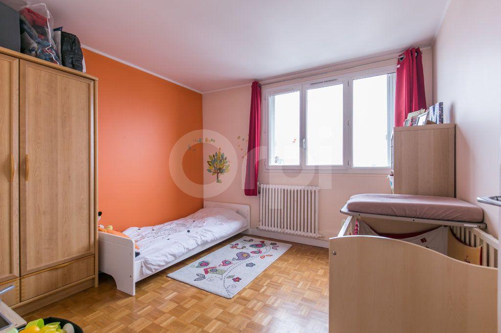 Appartement à vendre 3 69.86m2 à Saint-Maur-des-Fossés vignette-4