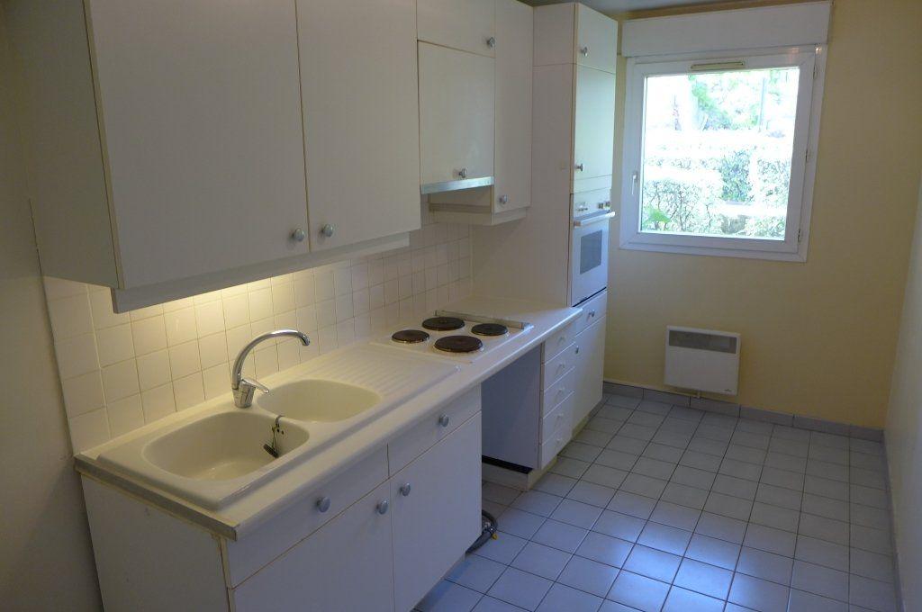 Appartement à louer 2 45m2 à Rosny-sous-Bois vignette-3