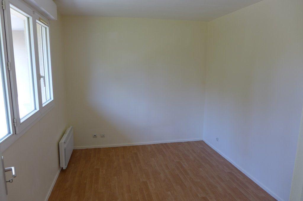 Appartement à louer 2 45m2 à Rosny-sous-Bois vignette-4