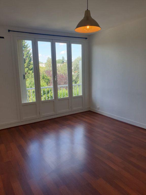 Appartement à louer 1 33m2 à Rosny-sous-Bois vignette-1