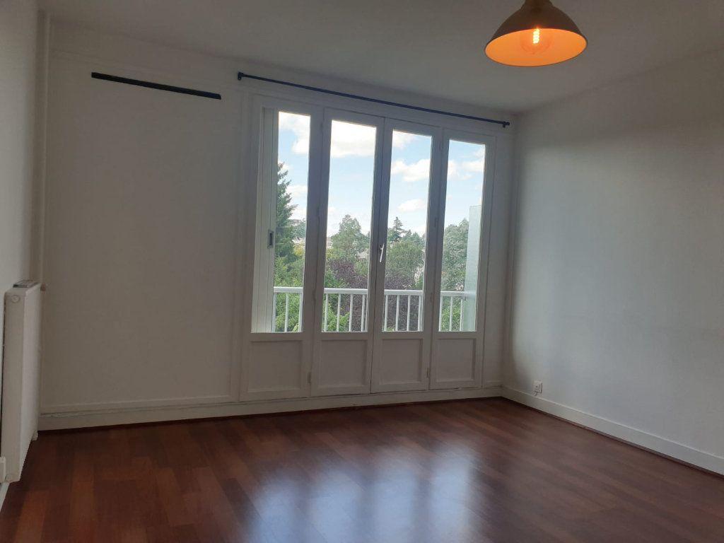 Appartement à louer 1 33m2 à Rosny-sous-Bois vignette-2