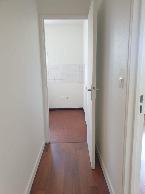 Appartement à louer 1 33m2 à Rosny-sous-Bois vignette-4