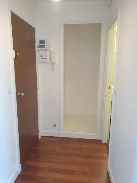 Appartement à louer 1 33m2 à Rosny-sous-Bois vignette-6