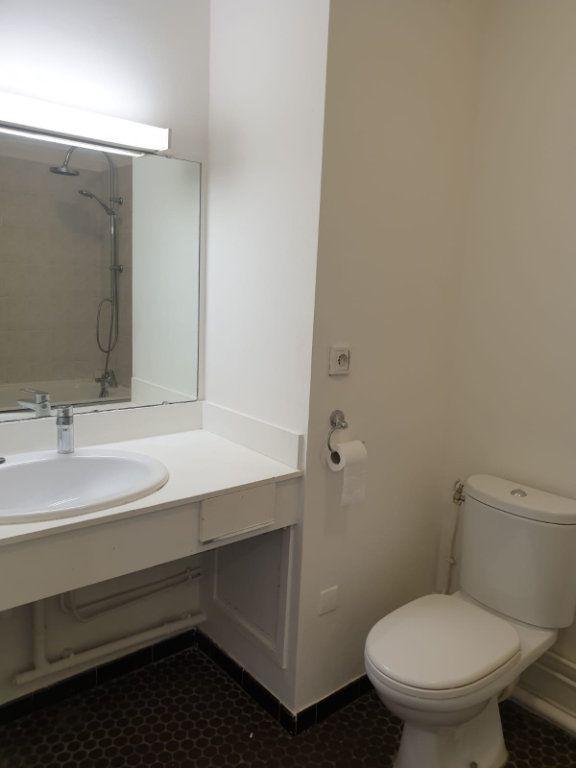 Appartement à louer 1 33m2 à Rosny-sous-Bois vignette-9