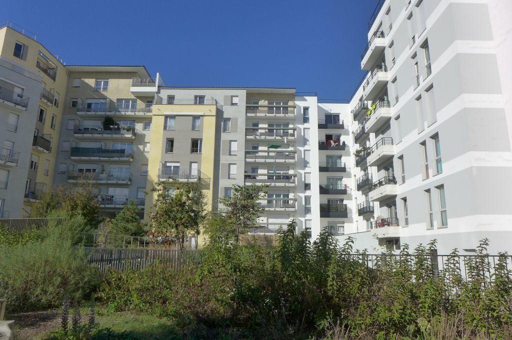 Appartement à louer 3 65.59m2 à Rosny-sous-Bois vignette-1