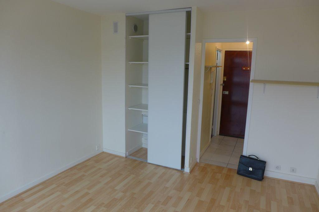 Appartement à louer 1 17.22m2 à Noisy-le-Sec vignette-3