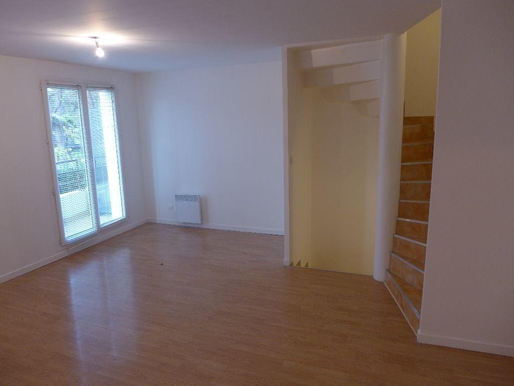 Appartement à vendre 4 83.12m2 à Rosny-sous-Bois vignette-2
