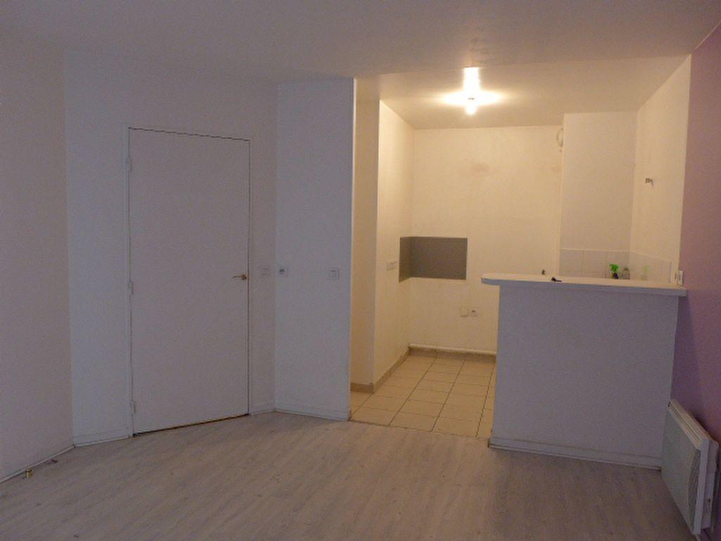 Appartement à louer 2 41.19m2 à Rosny-sous-Bois vignette-1