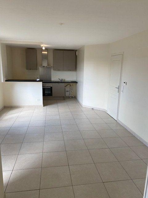 Appartement à louer 2 51.4m2 à Rosny-sous-Bois vignette-4