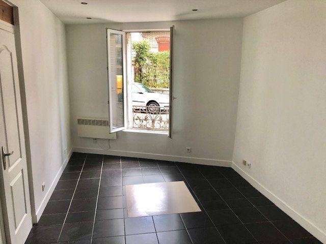 Appartement à louer 2 34m2 à Neuilly-Plaisance vignette-1