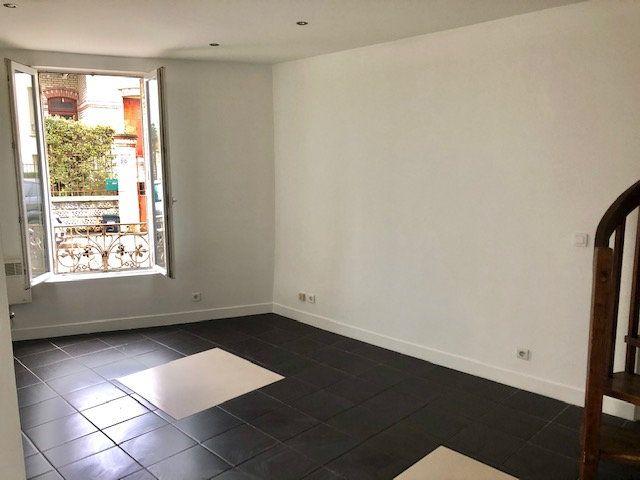 Appartement à louer 2 34m2 à Neuilly-Plaisance vignette-2