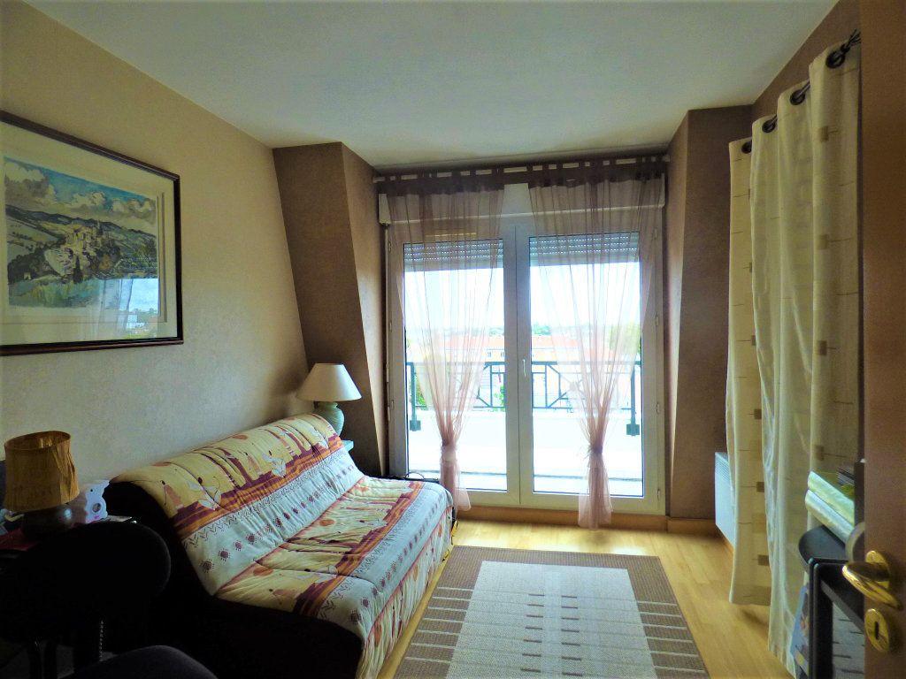 Appartement à vendre 5 104m2 à Livry-Gargan vignette-8