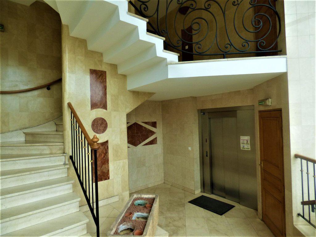 Appartement à vendre 5 104m2 à Livry-Gargan vignette-12