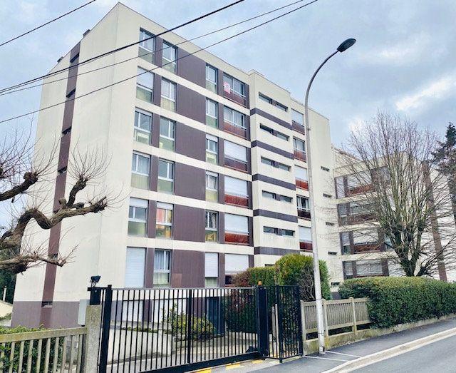 Appartement à louer 1 27.38m2 à Rosny-sous-Bois vignette-1