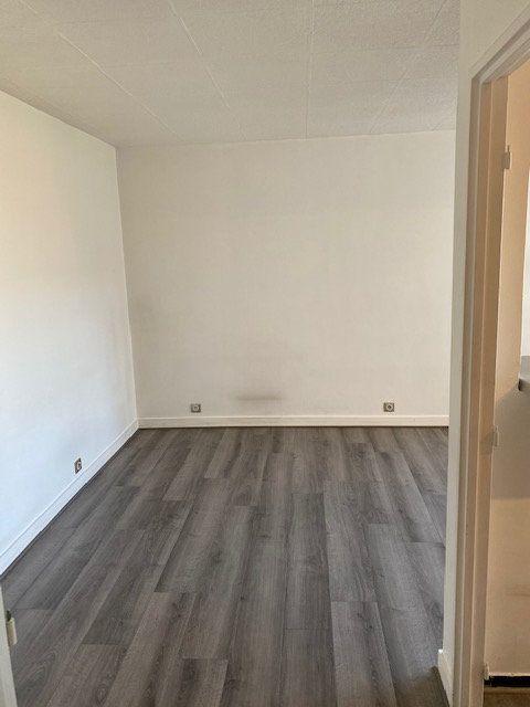 Appartement à louer 1 27.38m2 à Rosny-sous-Bois vignette-5