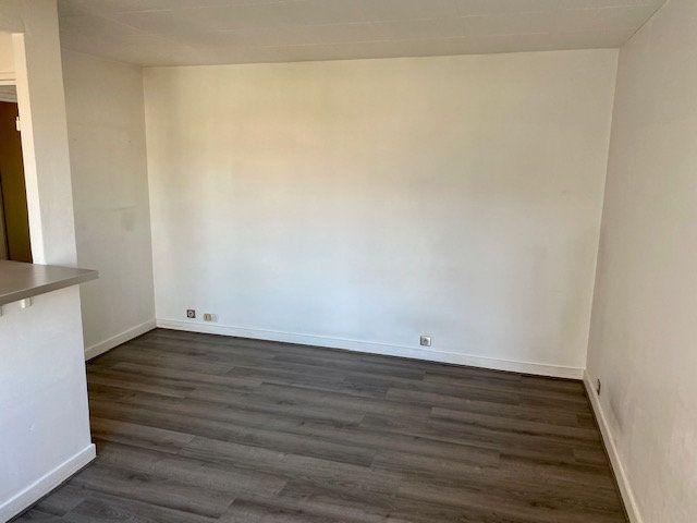 Appartement à louer 1 27.38m2 à Rosny-sous-Bois vignette-10