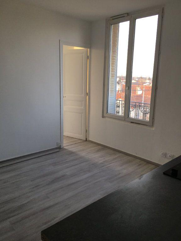 Appartement à louer 2 28.17m2 à Bondy vignette-1