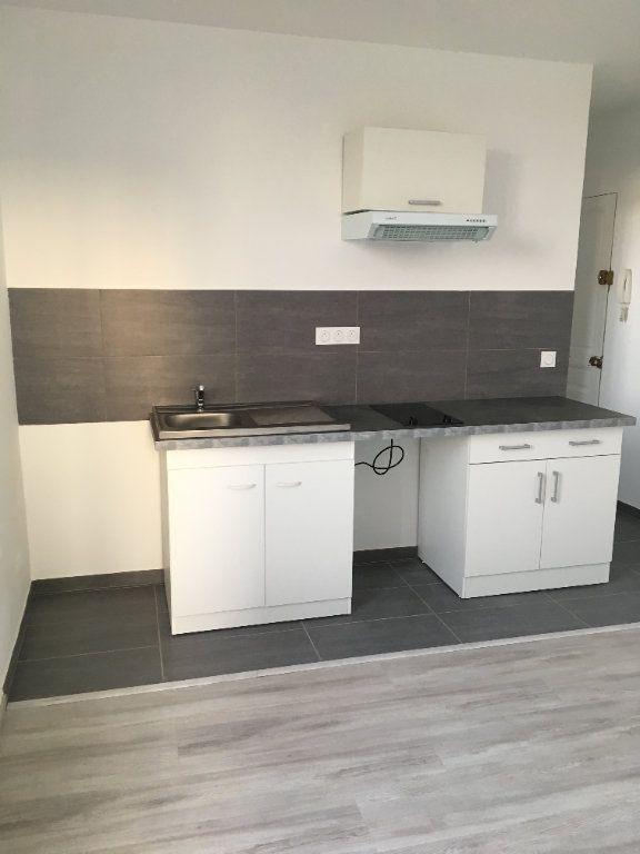 Appartement à louer 2 28.17m2 à Bondy vignette-4