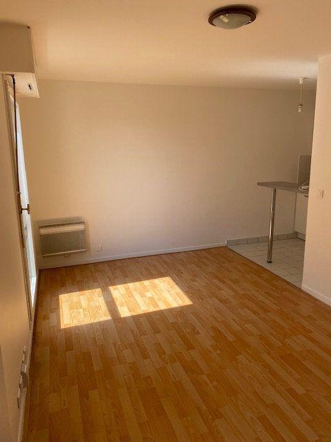 Appartement à louer 1 25.52m2 à Rosny-sous-Bois vignette-5