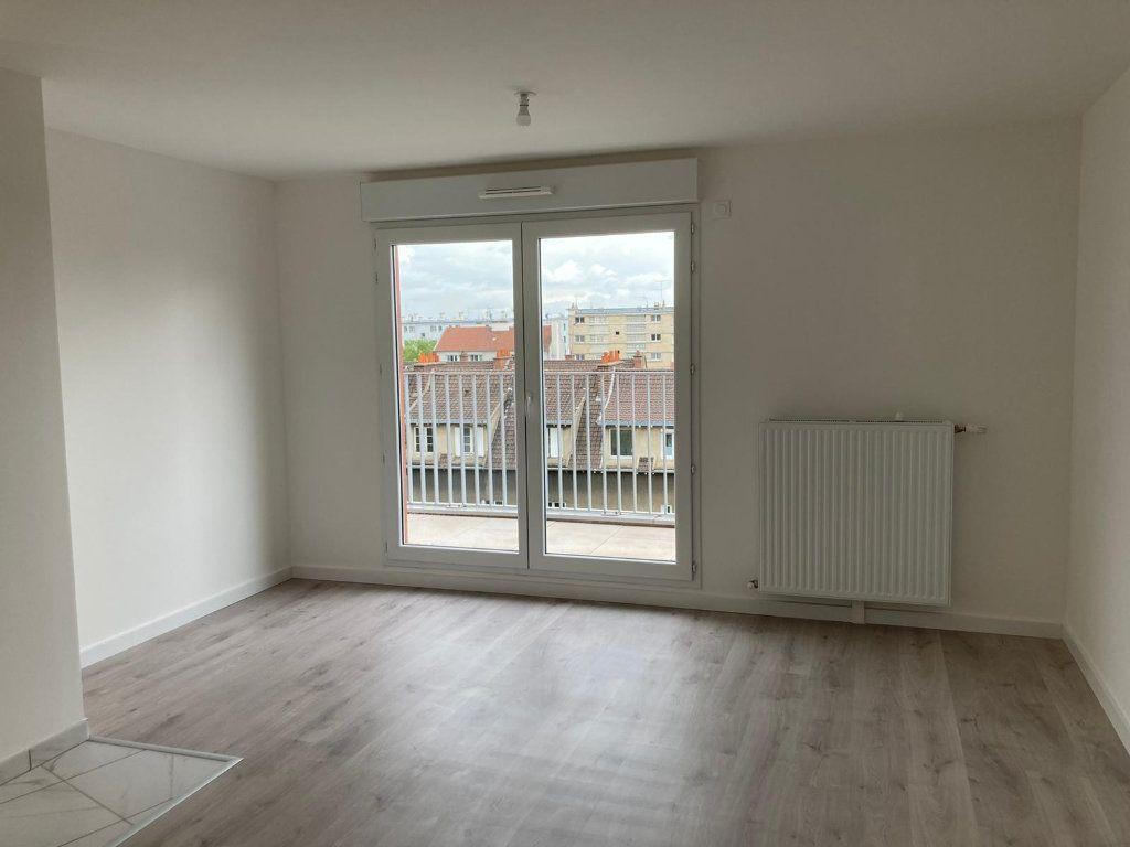 Appartement à vendre 4 74m2 à Noisy-le-Sec vignette-2